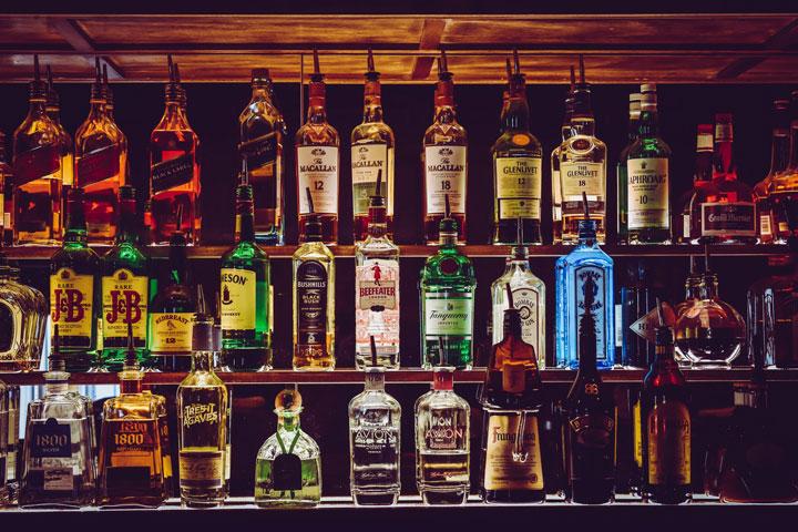 アルコールと向精神薬イメージ